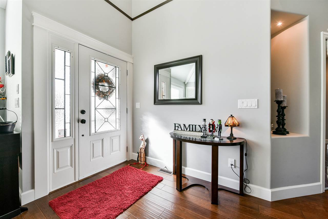 "Photo 2: Photos: 16441 GLENSIDE Court in Surrey: Fraser Heights House for sale in ""Fraser Glen"" (North Surrey)  : MLS®# R2317953"