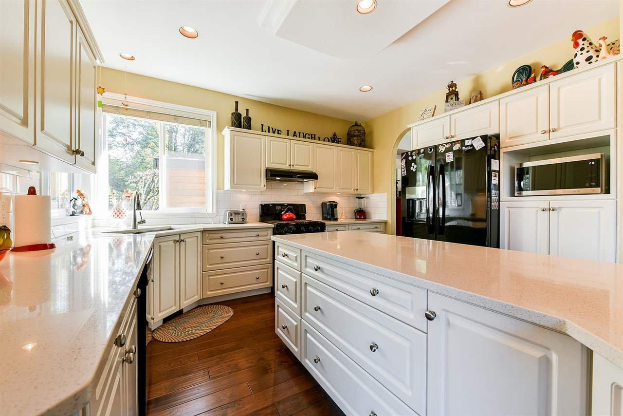"Photo 7: Photos: 16441 GLENSIDE Court in Surrey: Fraser Heights House for sale in ""Fraser Glen"" (North Surrey)  : MLS®# R2317953"