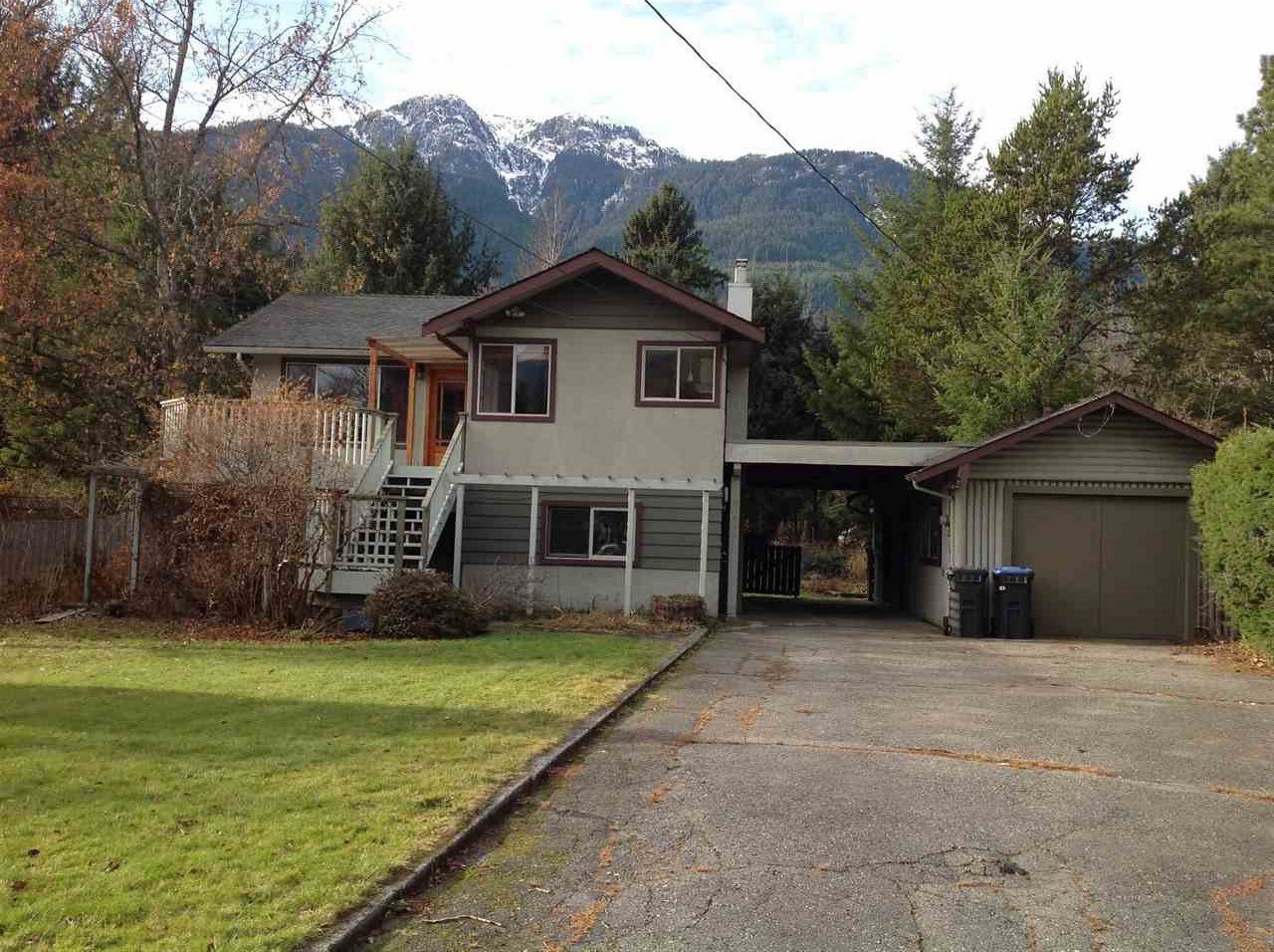 Main Photo: 41651 COTTONWOOD Road in Squamish: Brackendale House for sale : MLS®# R2329962
