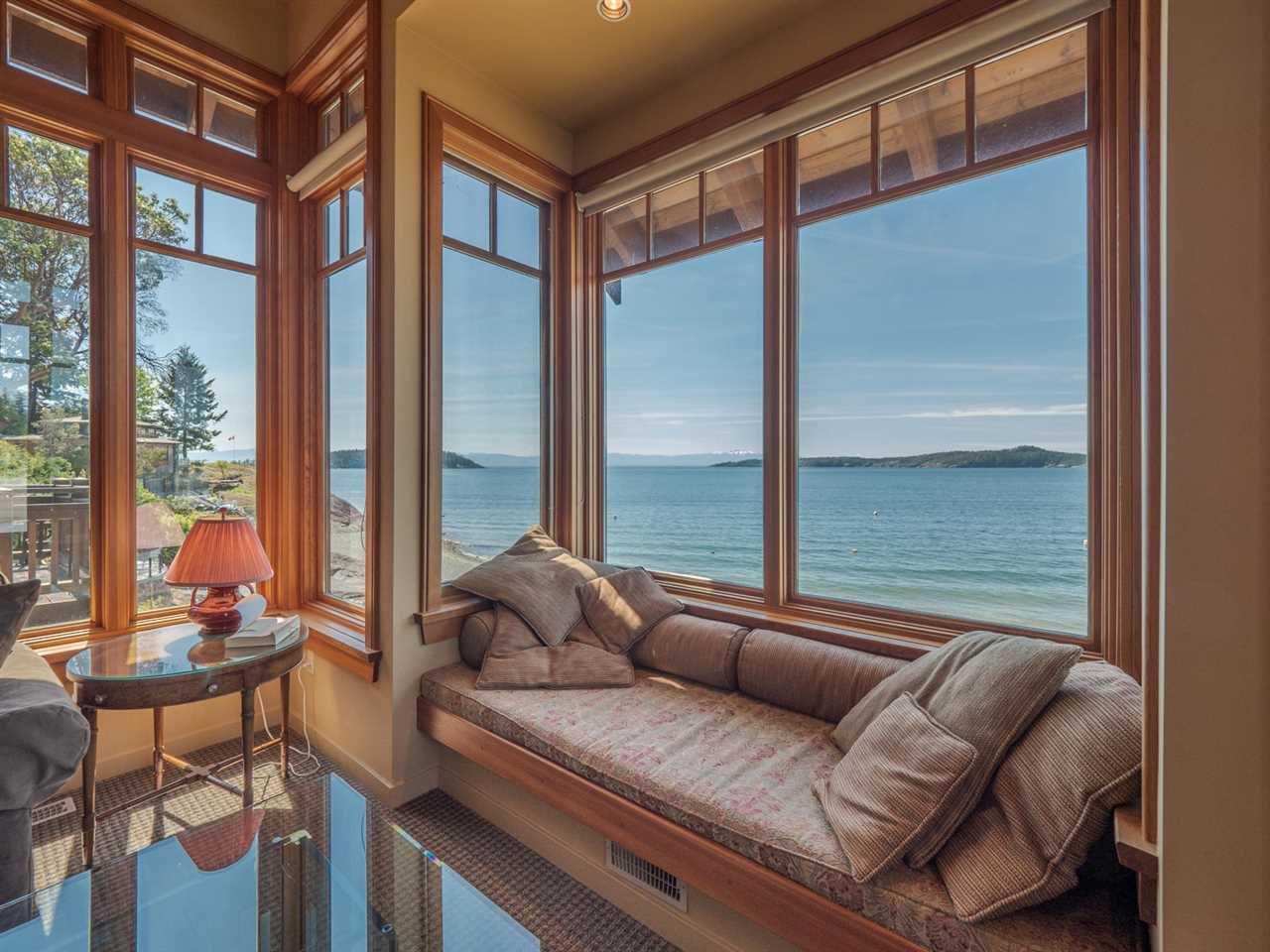 "Main Photo: 8423 8425 REDROOFFS Road in Halfmoon Bay: Halfmn Bay Secret Cv Redroofs House for sale in ""HALFMOON BAY WATERFRONT"" (Sunshine Coast)  : MLS®# R2363344"