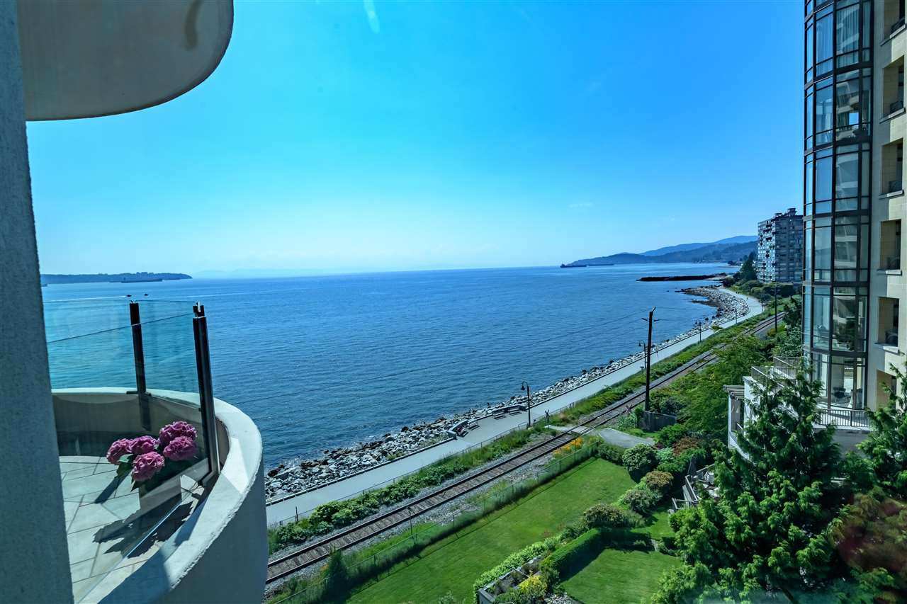 "Main Photo: 403 2280 BELLEVUE Avenue in West Vancouver: Dundarave Condo for sale in ""REGATTA POINTE"" : MLS®# R2375758"