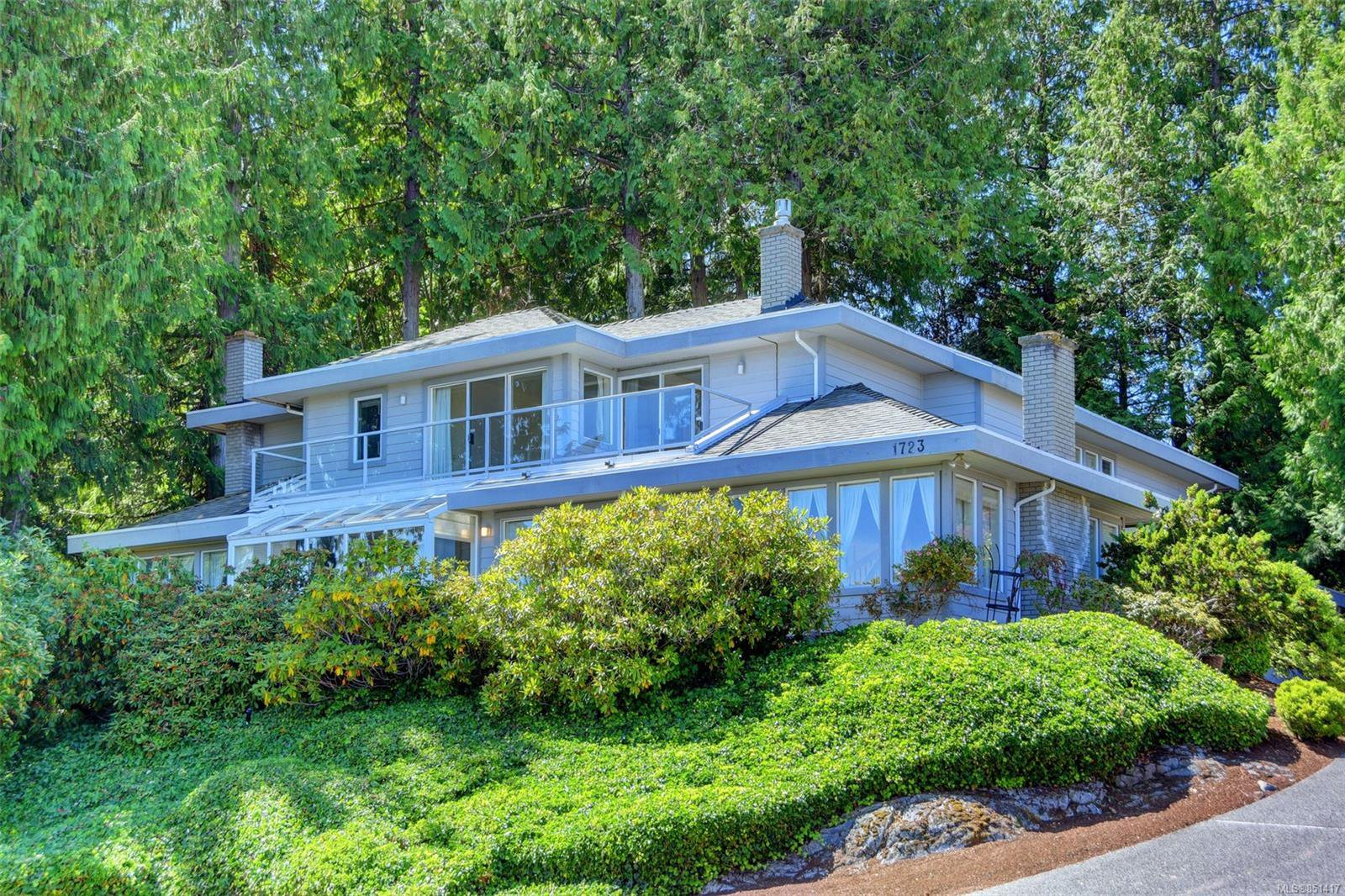Main Photo: 1723 Mayneview Terr in : NS Dean Park House for sale (North Saanich)  : MLS®# 851417