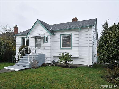 Main Photo: 2574 Epworth St in VICTORIA: OB Henderson Single Family Detached for sale (Oak Bay)  : MLS®# 665282