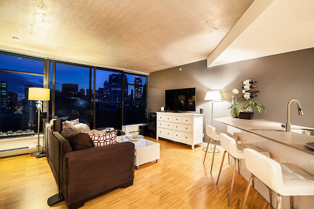 "Main Photo: 1407 128 W CORDOVA Street in Vancouver: Downtown VW Condo for sale in ""Woodwards W43"" (Vancouver West)  : MLS®# V1084307"
