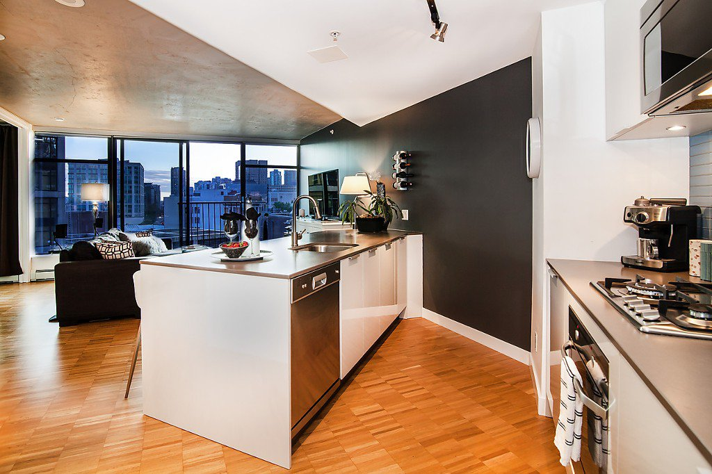 """Photo 4: Photos: 1407 128 W CORDOVA Street in Vancouver: Downtown VW Condo for sale in """"Woodwards W43"""" (Vancouver West)  : MLS®# V1084307"""