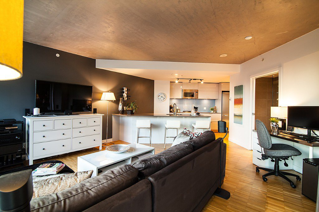 """Photo 6: Photos: 1407 128 W CORDOVA Street in Vancouver: Downtown VW Condo for sale in """"Woodwards W43"""" (Vancouver West)  : MLS®# V1084307"""