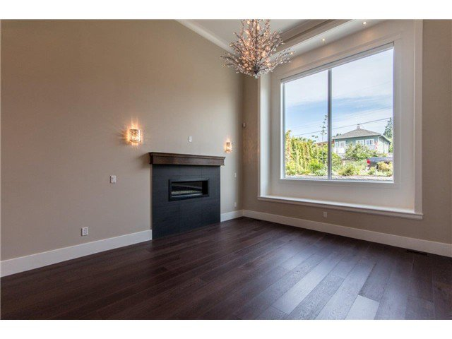 """Photo 16: Photos: 733 E 7TH Street in North Vancouver: Queensbury House for sale in """"QUEENSBURY"""" : MLS®# V1129157"""