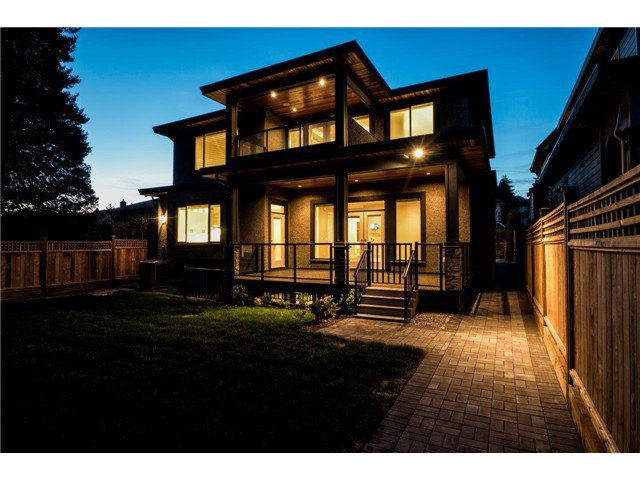 """Photo 2: Photos: 733 E 7TH Street in North Vancouver: Queensbury House for sale in """"QUEENSBURY"""" : MLS®# V1129157"""