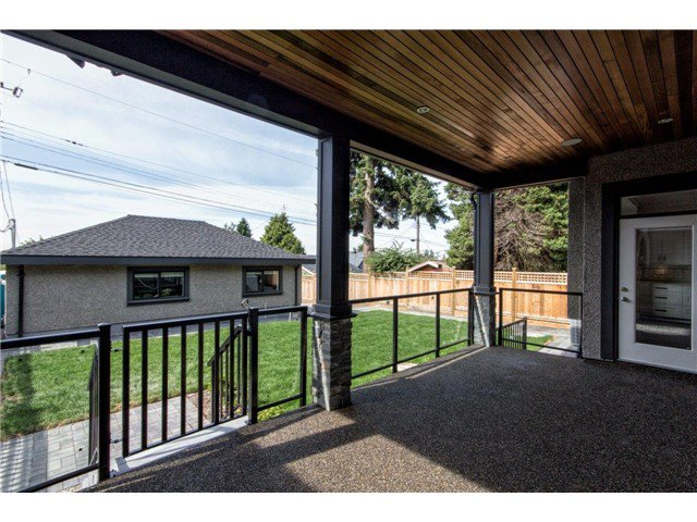 """Photo 12: Photos: 733 E 7TH Street in North Vancouver: Queensbury House for sale in """"QUEENSBURY"""" : MLS®# V1129157"""