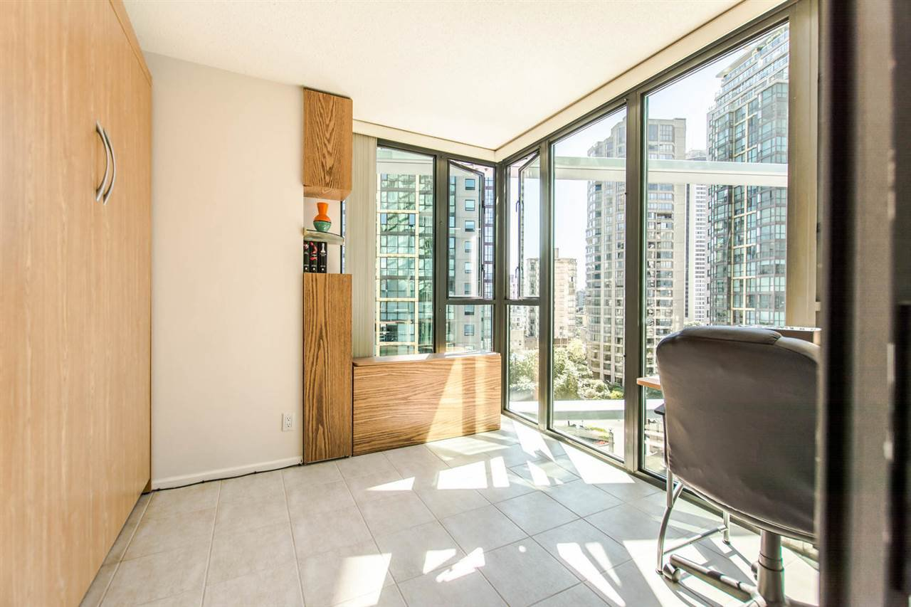 """Photo 12: Photos: 1607 1331 W GEORGIA Street in Vancouver: Coal Harbour Condo for sale in """"THE POINT"""" (Vancouver West)  : MLS®# R2099225"""