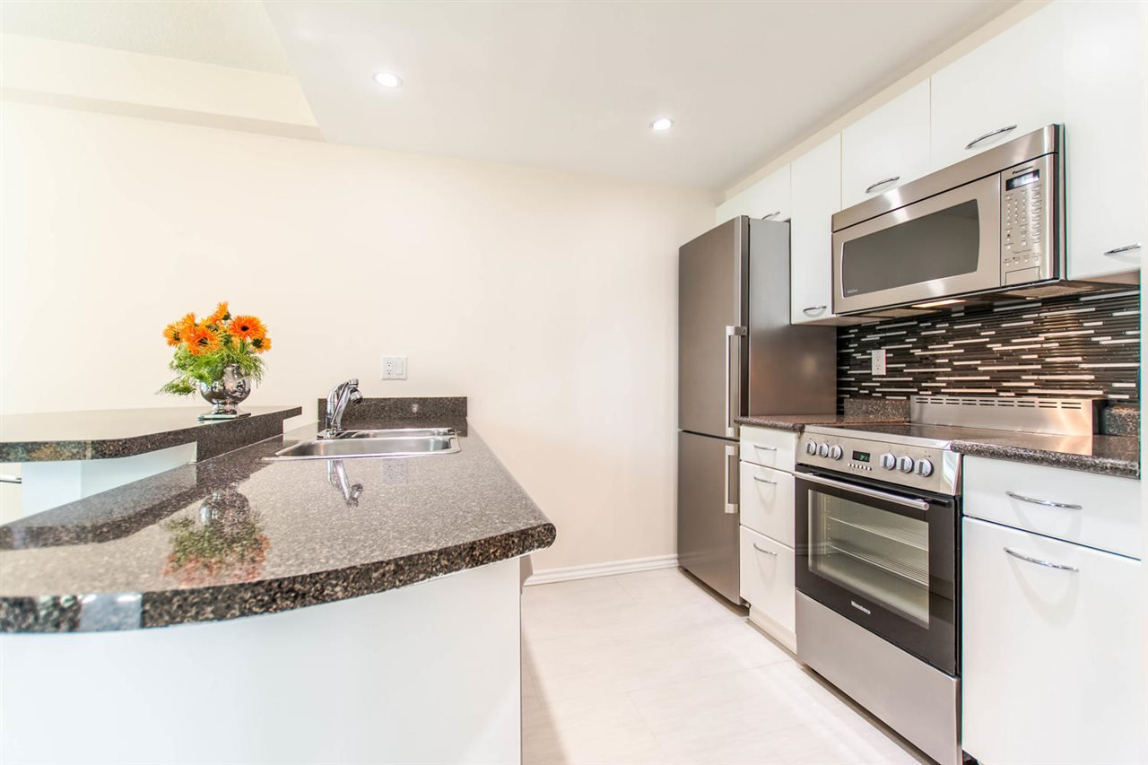 """Photo 7: Photos: 1607 1331 W GEORGIA Street in Vancouver: Coal Harbour Condo for sale in """"THE POINT"""" (Vancouver West)  : MLS®# R2099225"""