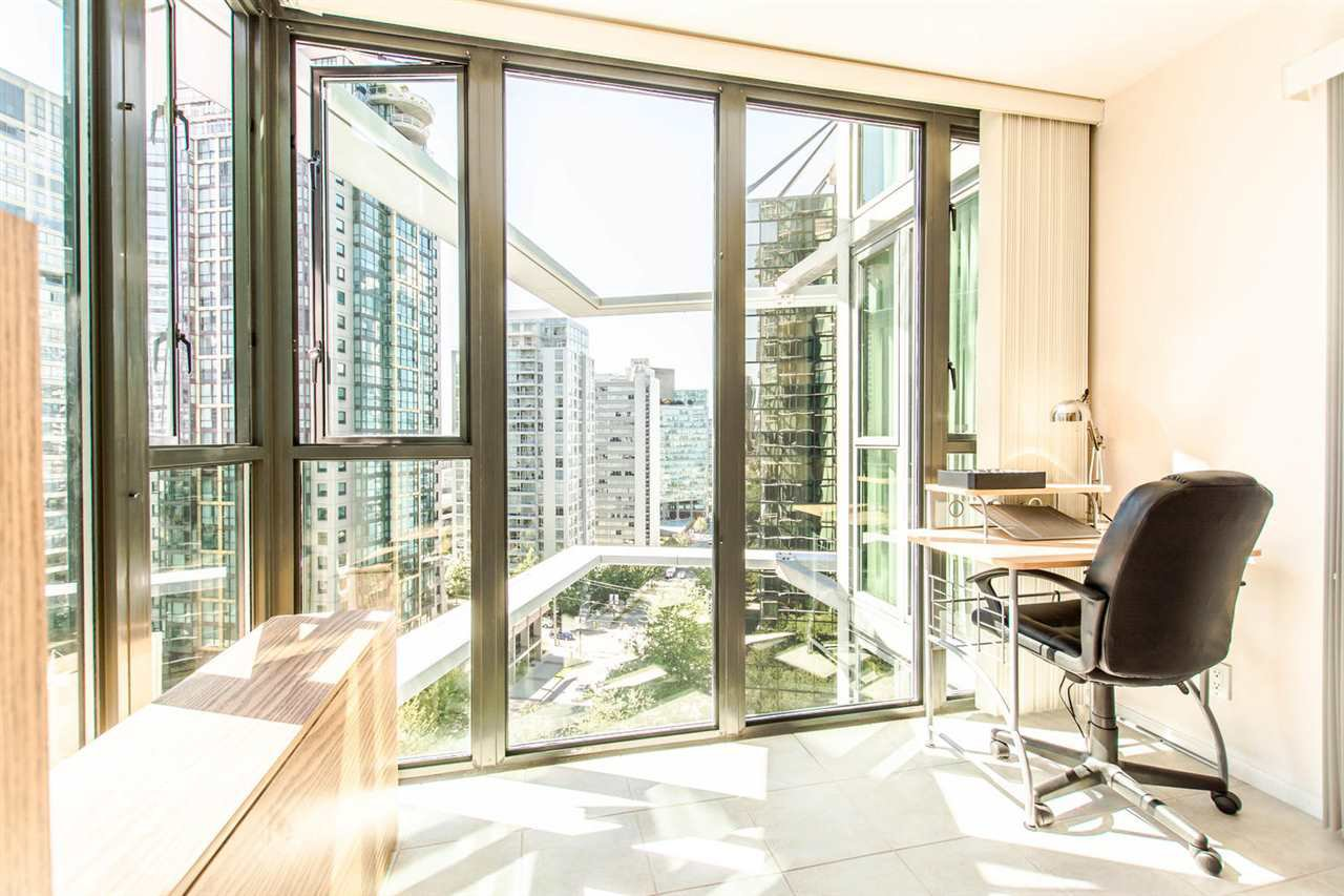 """Photo 11: Photos: 1607 1331 W GEORGIA Street in Vancouver: Coal Harbour Condo for sale in """"THE POINT"""" (Vancouver West)  : MLS®# R2099225"""