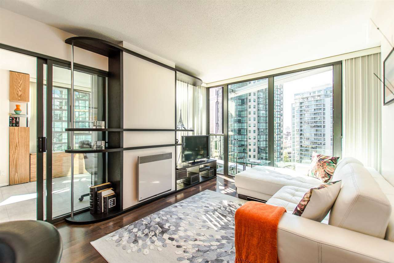"""Photo 2: Photos: 1607 1331 W GEORGIA Street in Vancouver: Coal Harbour Condo for sale in """"THE POINT"""" (Vancouver West)  : MLS®# R2099225"""