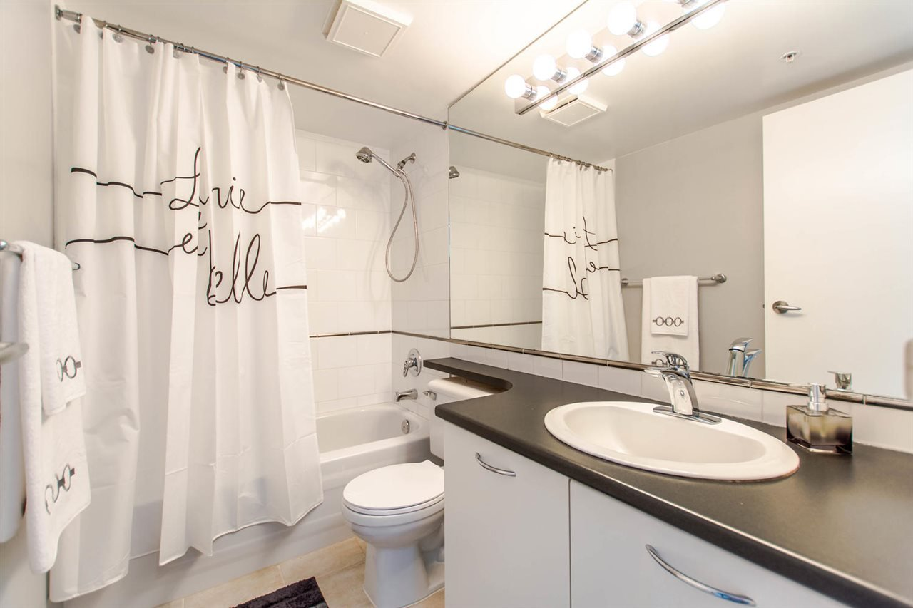 """Photo 15: Photos: 1607 1331 W GEORGIA Street in Vancouver: Coal Harbour Condo for sale in """"THE POINT"""" (Vancouver West)  : MLS®# R2099225"""