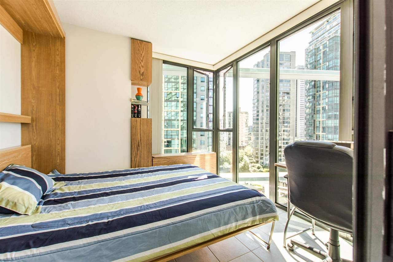 """Photo 13: Photos: 1607 1331 W GEORGIA Street in Vancouver: Coal Harbour Condo for sale in """"THE POINT"""" (Vancouver West)  : MLS®# R2099225"""