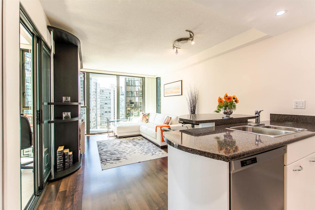"""Photo 9: Photos: 1607 1331 W GEORGIA Street in Vancouver: Coal Harbour Condo for sale in """"THE POINT"""" (Vancouver West)  : MLS®# R2099225"""