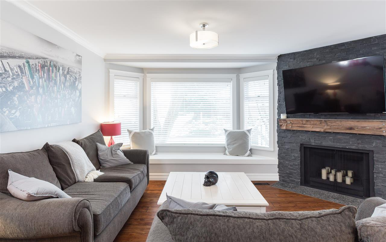 """Photo 2: Photos: 9 1195 FALCON Drive in Coquitlam: Eagle Ridge CQ Townhouse for sale in """"THE COURTYARDS"""" : MLS®# R2144361"""