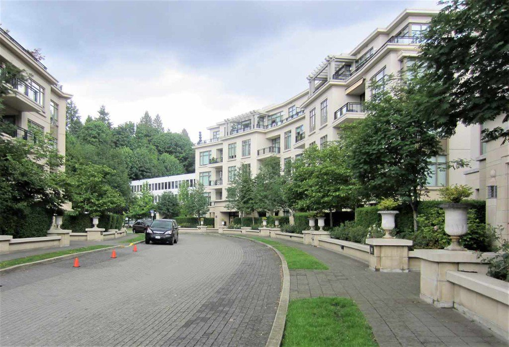 Photo 12: Photos: 533 Waters Edge Cres. in West Vancouver: Park Royal Condo for rent