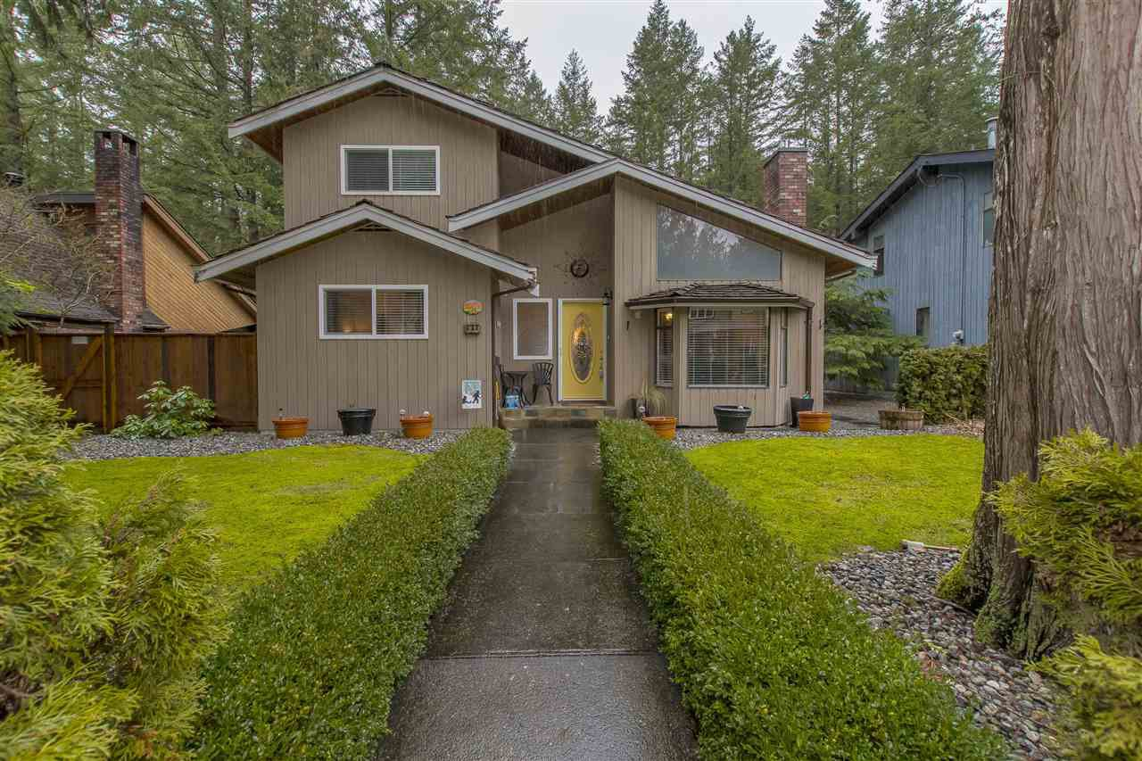 Main Photo: 640 MOUNTAIN VIEW ROAD: Cultus Lake House for sale : MLS®# R2234381