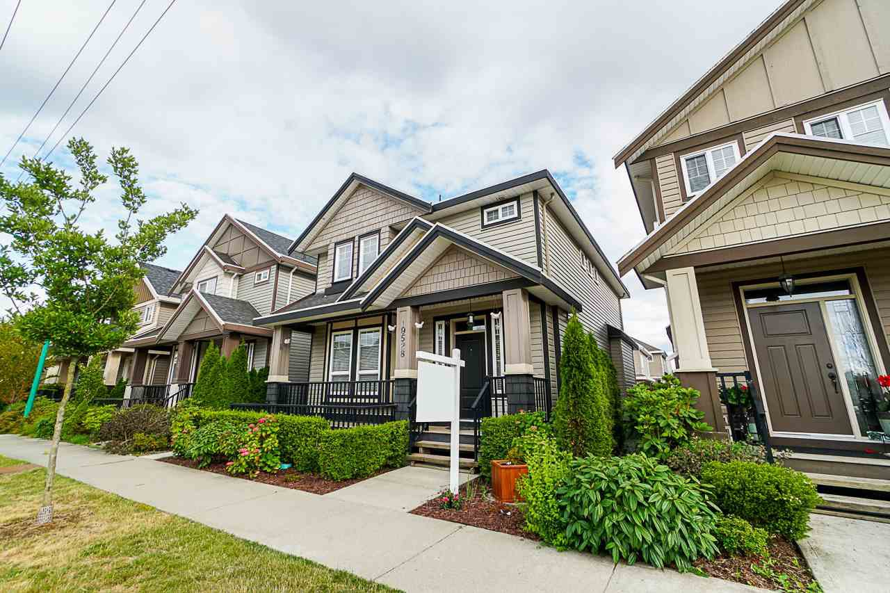 Main Photo: 19528 72 Avenue in Surrey: Clayton House for sale (Cloverdale)  : MLS®# R2382997