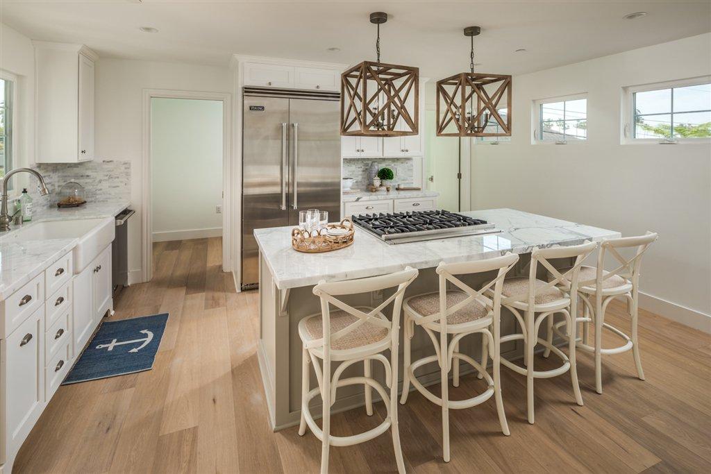 Main Photo: LA JOLLA House for sale : 3 bedrooms : 8016 La Jolla Shores Dr