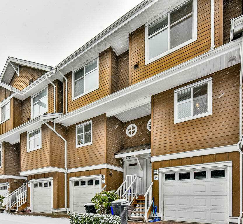 "Main Photo: 36 935 EWEN Avenue in New Westminster: Queensborough Townhouse for sale in ""COOPER'S LANDING"" : MLS®# R2135616"