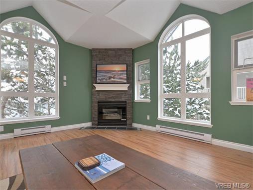 Main Photo: 307 3008 Washington Avenue in VICTORIA: Vi Burnside Condo Apartment for sale (Victoria)  : MLS®# 374086