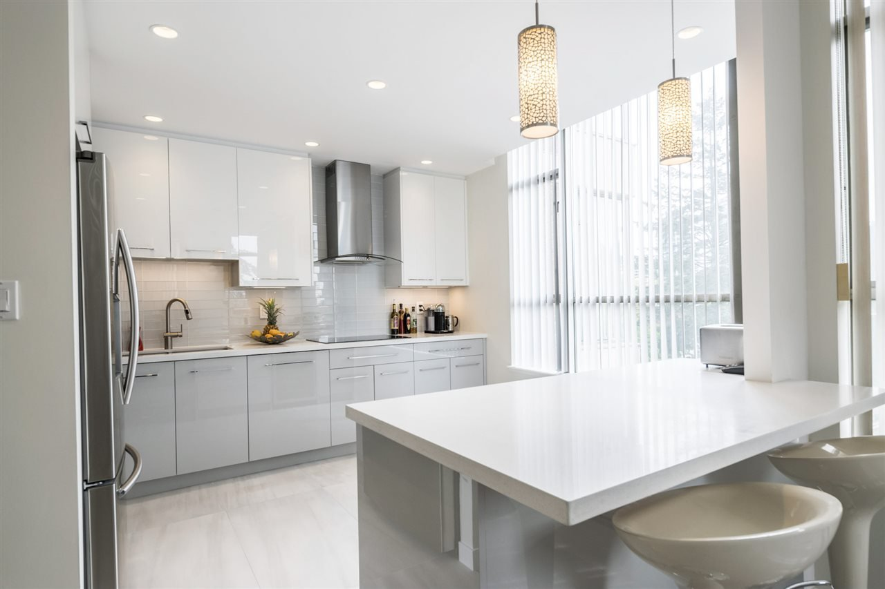 """Main Photo: 506 5885 OLIVE Avenue in Burnaby: Metrotown Condo for sale in """"METROPOLITAN"""" (Burnaby South)  : MLS®# R2167296"""