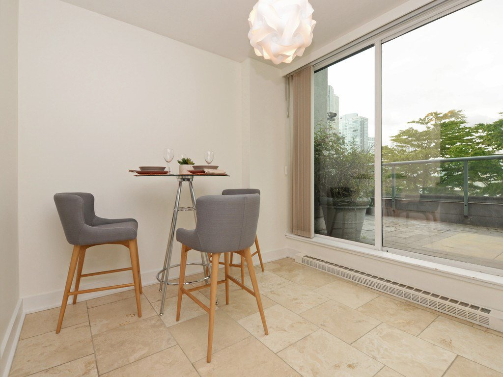 """Photo 10: Photos: 203 888 HAMILTON Street in Vancouver: Downtown VW Condo for sale in """"ROSEDALE GARDENS"""" (Vancouver West)  : MLS®# R2169872"""