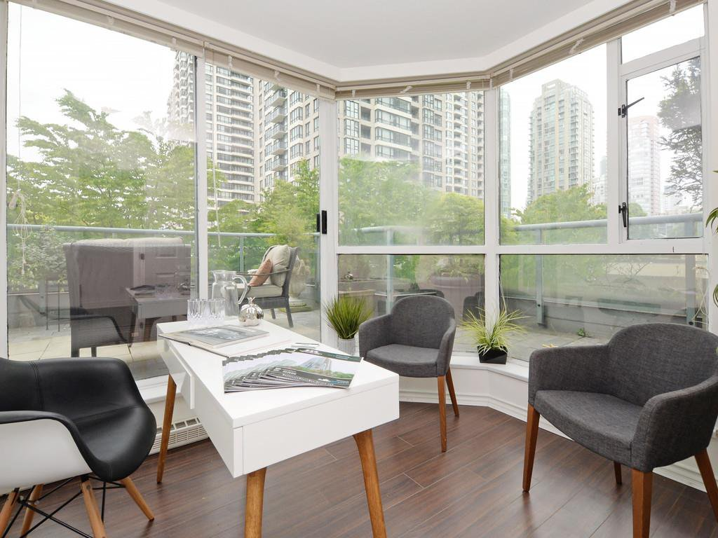 """Photo 2: Photos: 203 888 HAMILTON Street in Vancouver: Downtown VW Condo for sale in """"ROSEDALE GARDENS"""" (Vancouver West)  : MLS®# R2169872"""