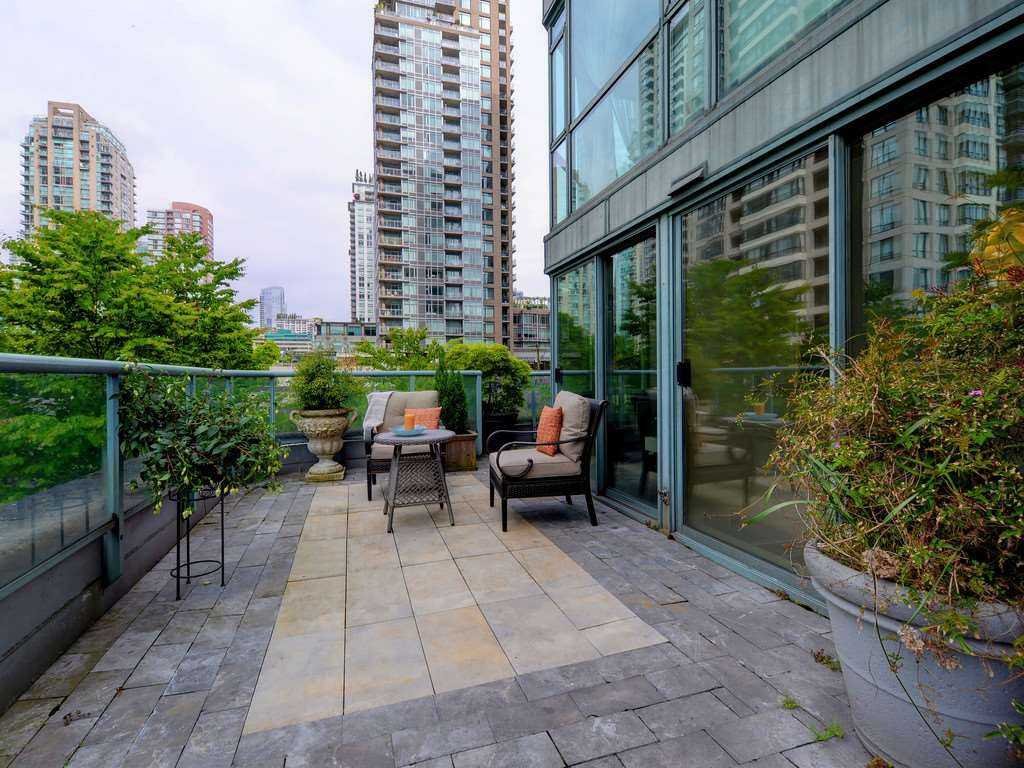 """Photo 12: Photos: 203 888 HAMILTON Street in Vancouver: Downtown VW Condo for sale in """"ROSEDALE GARDENS"""" (Vancouver West)  : MLS®# R2169872"""