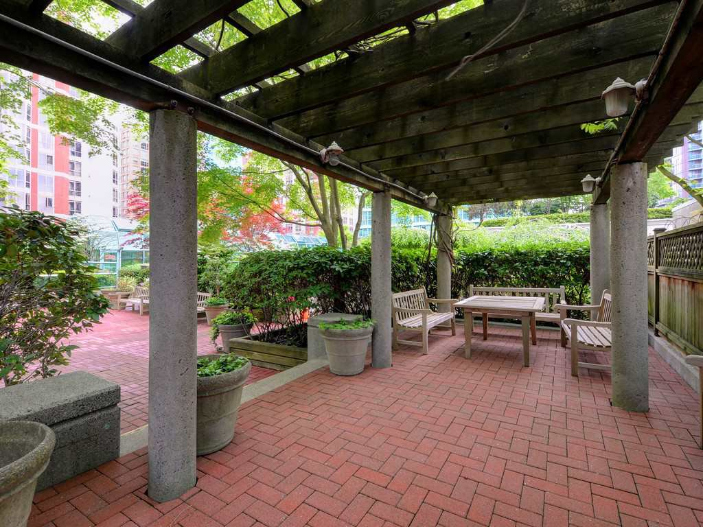 """Photo 18: Photos: 203 888 HAMILTON Street in Vancouver: Downtown VW Condo for sale in """"ROSEDALE GARDENS"""" (Vancouver West)  : MLS®# R2169872"""