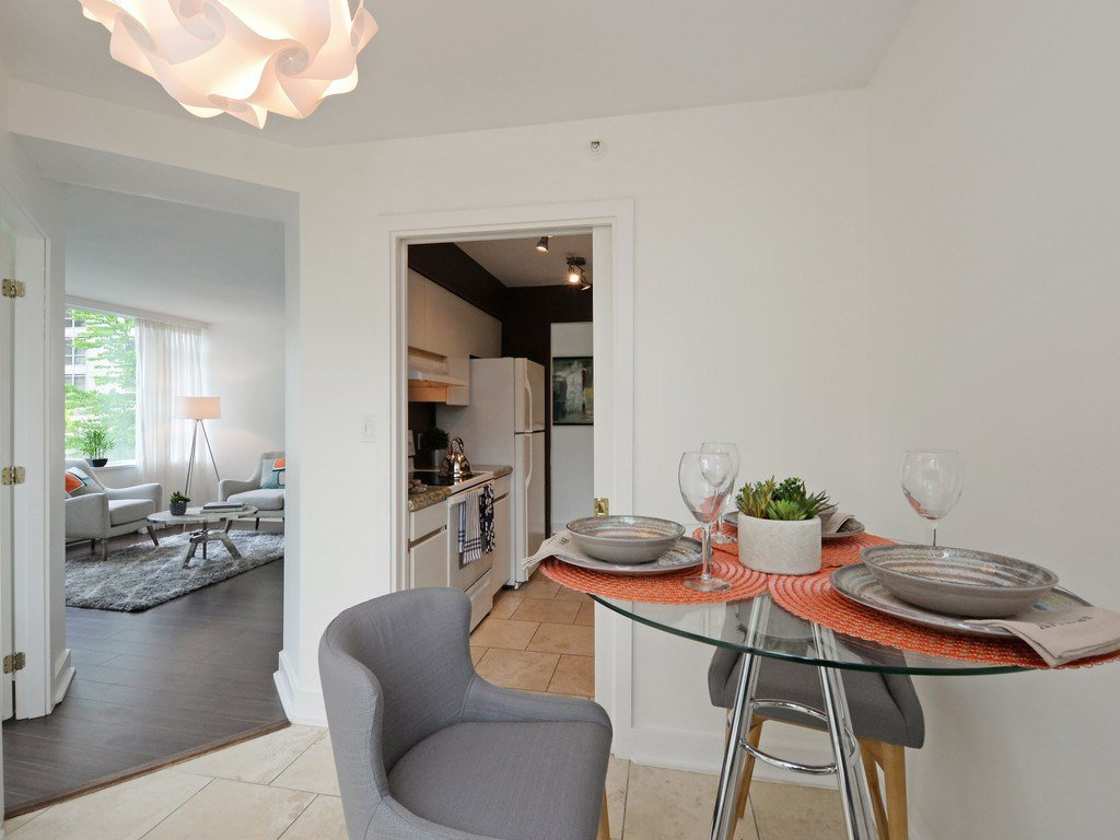 """Photo 6: Photos: 203 888 HAMILTON Street in Vancouver: Downtown VW Condo for sale in """"ROSEDALE GARDENS"""" (Vancouver West)  : MLS®# R2169872"""