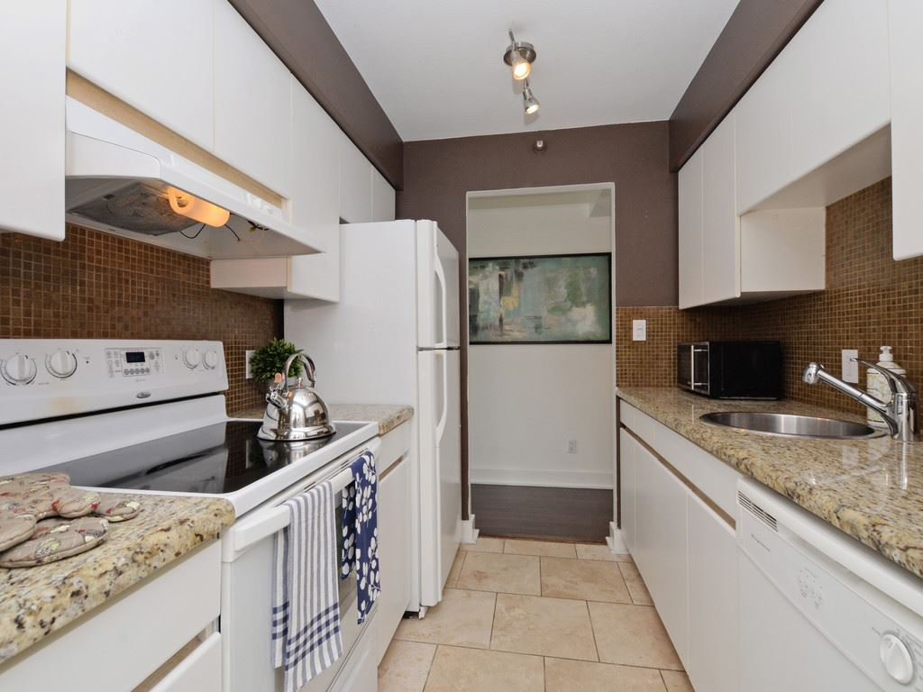 """Photo 5: Photos: 203 888 HAMILTON Street in Vancouver: Downtown VW Condo for sale in """"ROSEDALE GARDENS"""" (Vancouver West)  : MLS®# R2169872"""