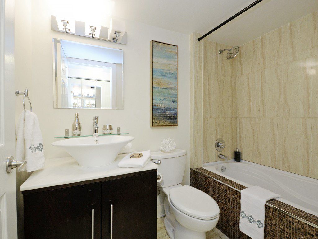 """Photo 9: Photos: 203 888 HAMILTON Street in Vancouver: Downtown VW Condo for sale in """"ROSEDALE GARDENS"""" (Vancouver West)  : MLS®# R2169872"""