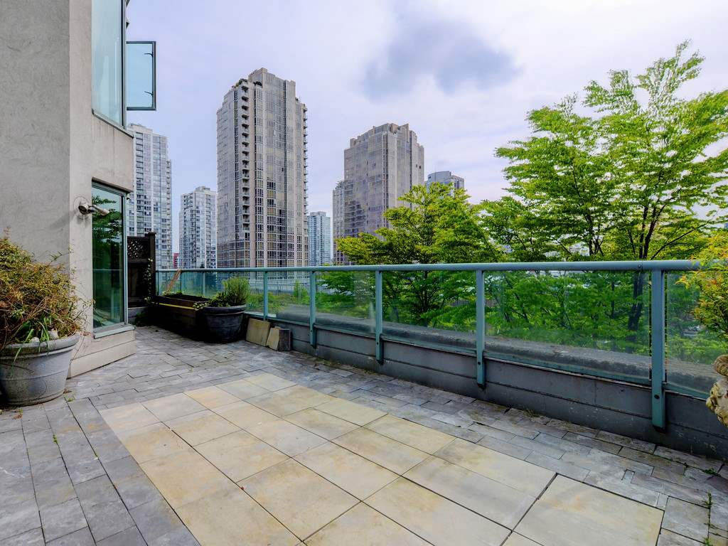 """Photo 16: Photos: 203 888 HAMILTON Street in Vancouver: Downtown VW Condo for sale in """"ROSEDALE GARDENS"""" (Vancouver West)  : MLS®# R2169872"""