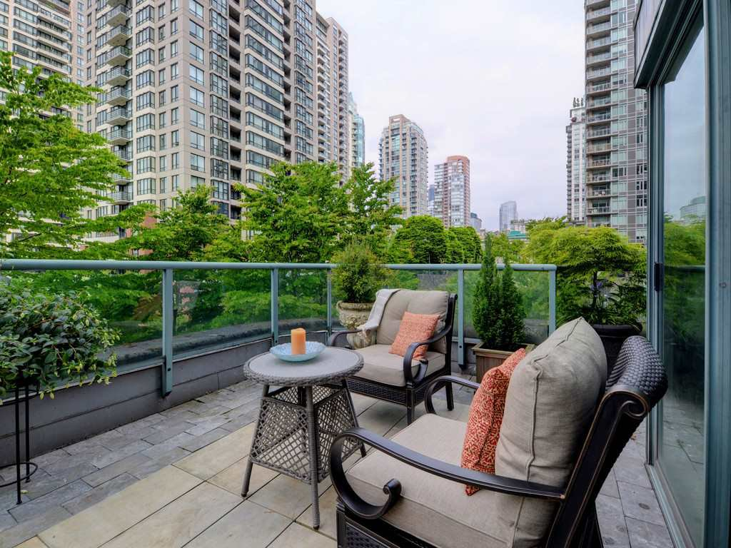 """Photo 15: Photos: 203 888 HAMILTON Street in Vancouver: Downtown VW Condo for sale in """"ROSEDALE GARDENS"""" (Vancouver West)  : MLS®# R2169872"""
