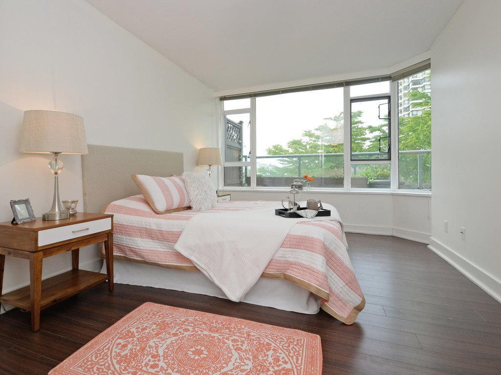 """Photo 7: Photos: 203 888 HAMILTON Street in Vancouver: Downtown VW Condo for sale in """"ROSEDALE GARDENS"""" (Vancouver West)  : MLS®# R2169872"""