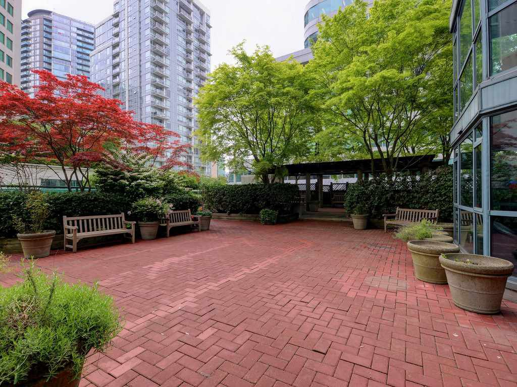 """Photo 19: Photos: 203 888 HAMILTON Street in Vancouver: Downtown VW Condo for sale in """"ROSEDALE GARDENS"""" (Vancouver West)  : MLS®# R2169872"""