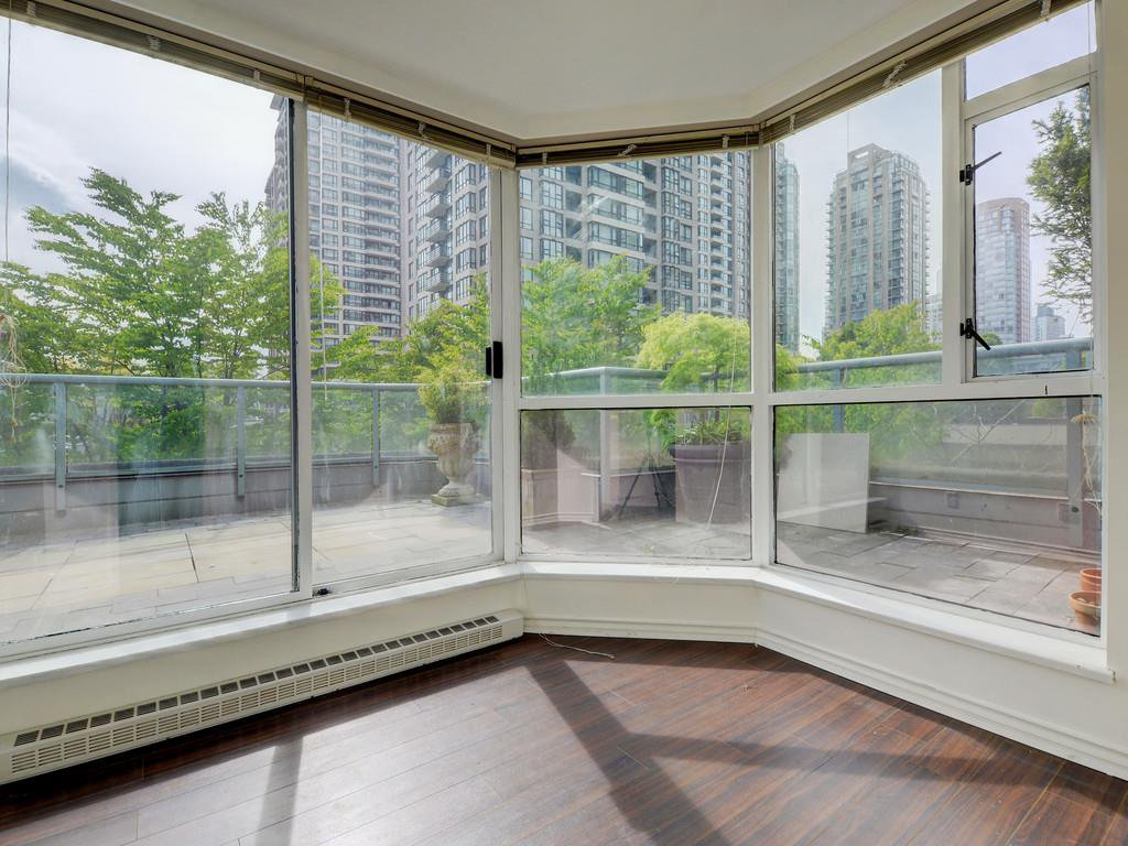 """Photo 17: Photos: 203 888 HAMILTON Street in Vancouver: Downtown VW Condo for sale in """"ROSEDALE GARDENS"""" (Vancouver West)  : MLS®# R2169872"""