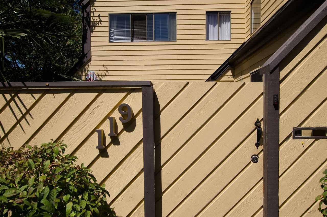"Photo 2: Photos: 119 5421 10 Avenue in Delta: Tsawwassen Central Townhouse for sale in ""SUNDIAL"" (Tsawwassen)  : MLS®# R2189331"