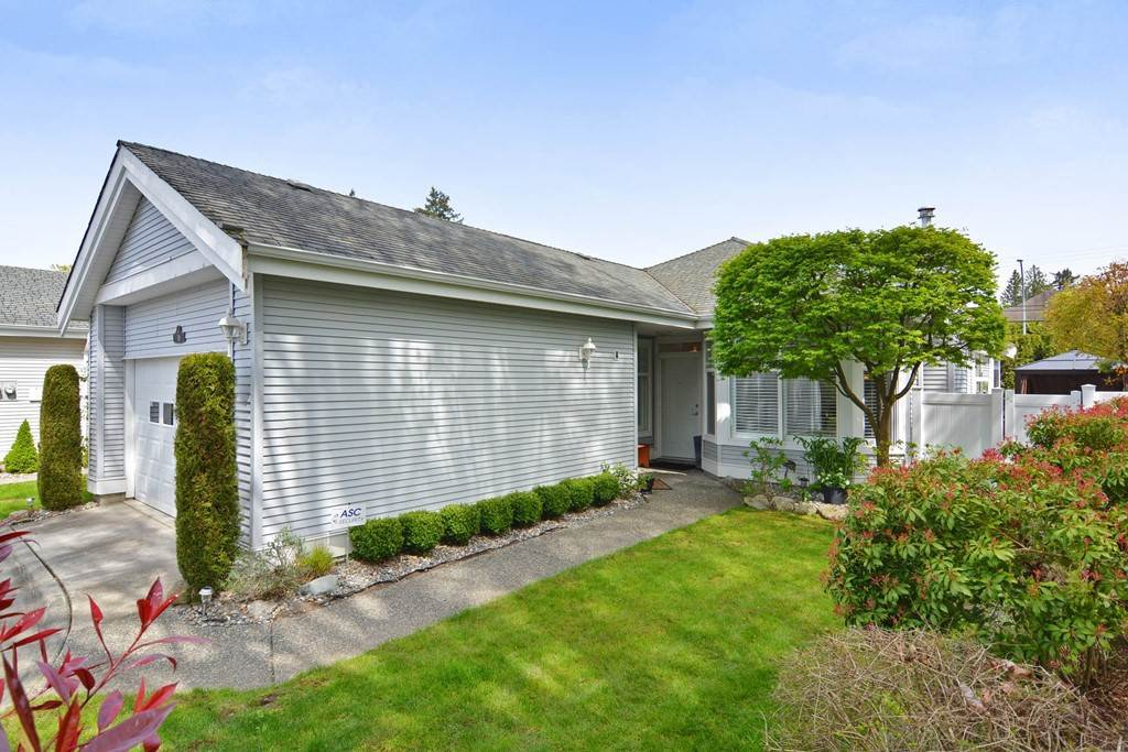 Main Photo: 18 20770 97B AVENUE in Langley: Walnut Grove Townhouse for sale : MLS®# R2261967