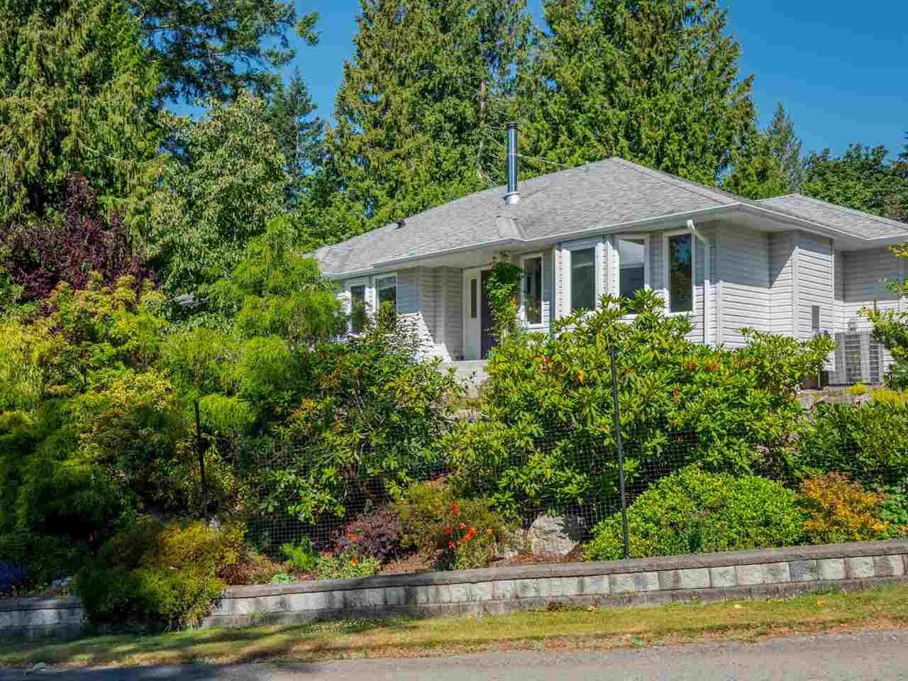 Main Photo: 4635 GERRANS BAY Road in Madeira Park: Pender Harbour Egmont House for sale (Sunshine Coast)  : MLS®# R2343774
