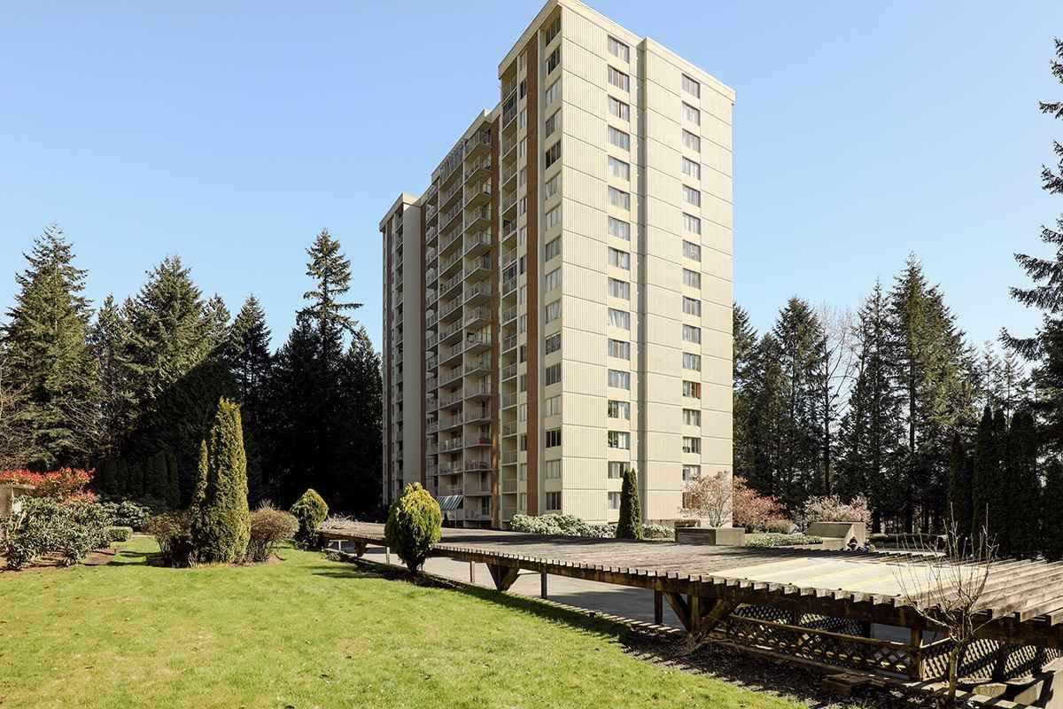 "Main Photo: 401 2004 FULLERTON Avenue in North Vancouver: Pemberton NV Condo for sale in ""Woodcroft Estates"" : MLS®# R2372867"