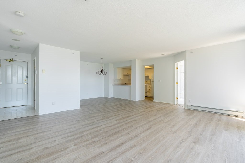 """Photo 3: Photos: 904 719 PRINCESS Street in New Westminster: Uptown NW Condo for sale in """"Stirling Place"""" : MLS®# R2380335"""