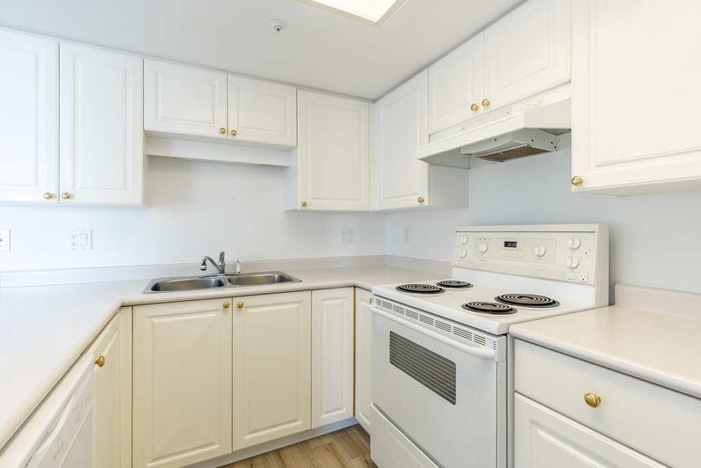 """Photo 12: Photos: 904 719 PRINCESS Street in New Westminster: Uptown NW Condo for sale in """"Stirling Place"""" : MLS®# R2380335"""