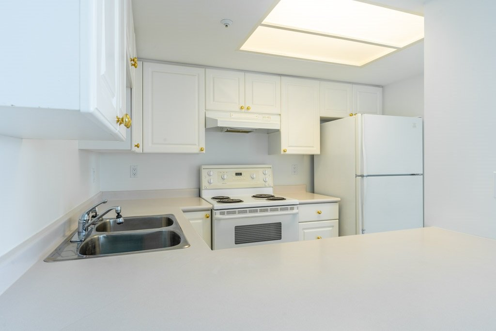 """Photo 11: Photos: 904 719 PRINCESS Street in New Westminster: Uptown NW Condo for sale in """"Stirling Place"""" : MLS®# R2380335"""