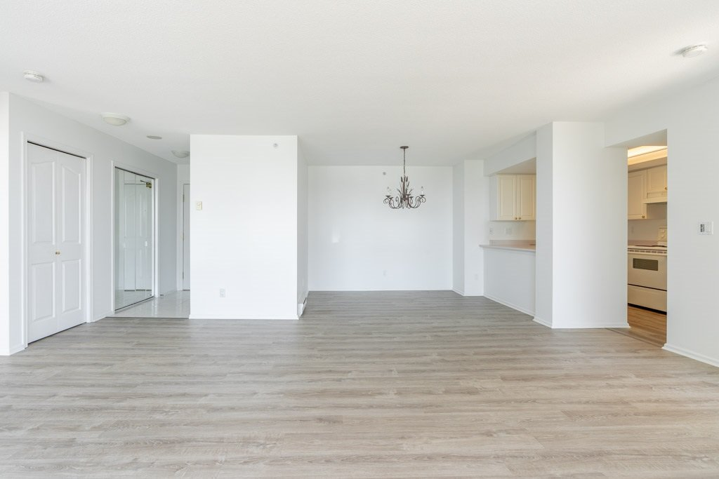 """Photo 4: Photos: 904 719 PRINCESS Street in New Westminster: Uptown NW Condo for sale in """"Stirling Place"""" : MLS®# R2380335"""