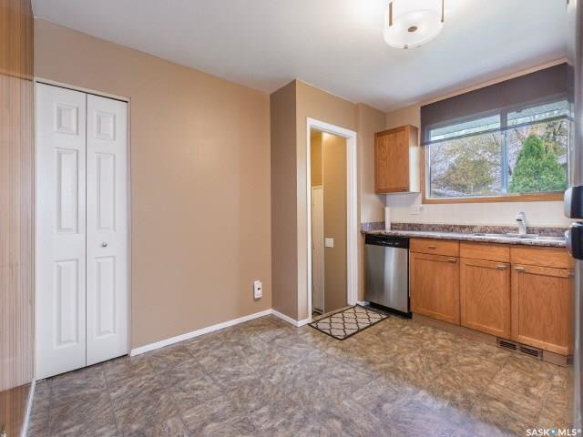 Photo 4: Photos: 1627 Vickies Avenue in Saskatoon: Forest Grove Residential for sale : MLS®# SK788003