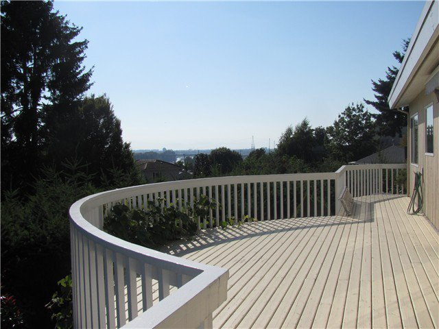 "Main Photo: 2302 HARRISON Drive in Vancouver: Fraserview VE House for sale in ""FRASERVIEW"" (Vancouver East)  : MLS®# V910182"
